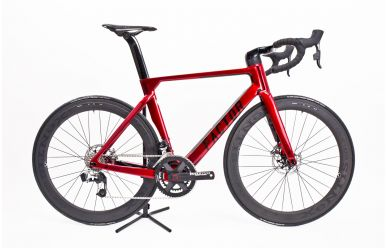 Factor ONE Disc Crimson Red, Xentis Squad 5.8 Tubular Laufräder, Sram RED eTap Disc 54cm